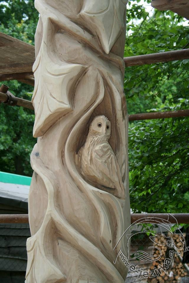 Sloup - dřevořezba