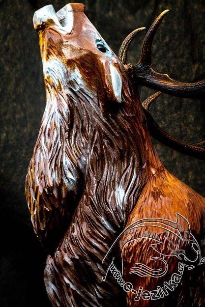Jelen - dřevořezba